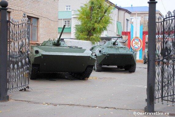 БТРы возле оренбургского областного призывного пункта