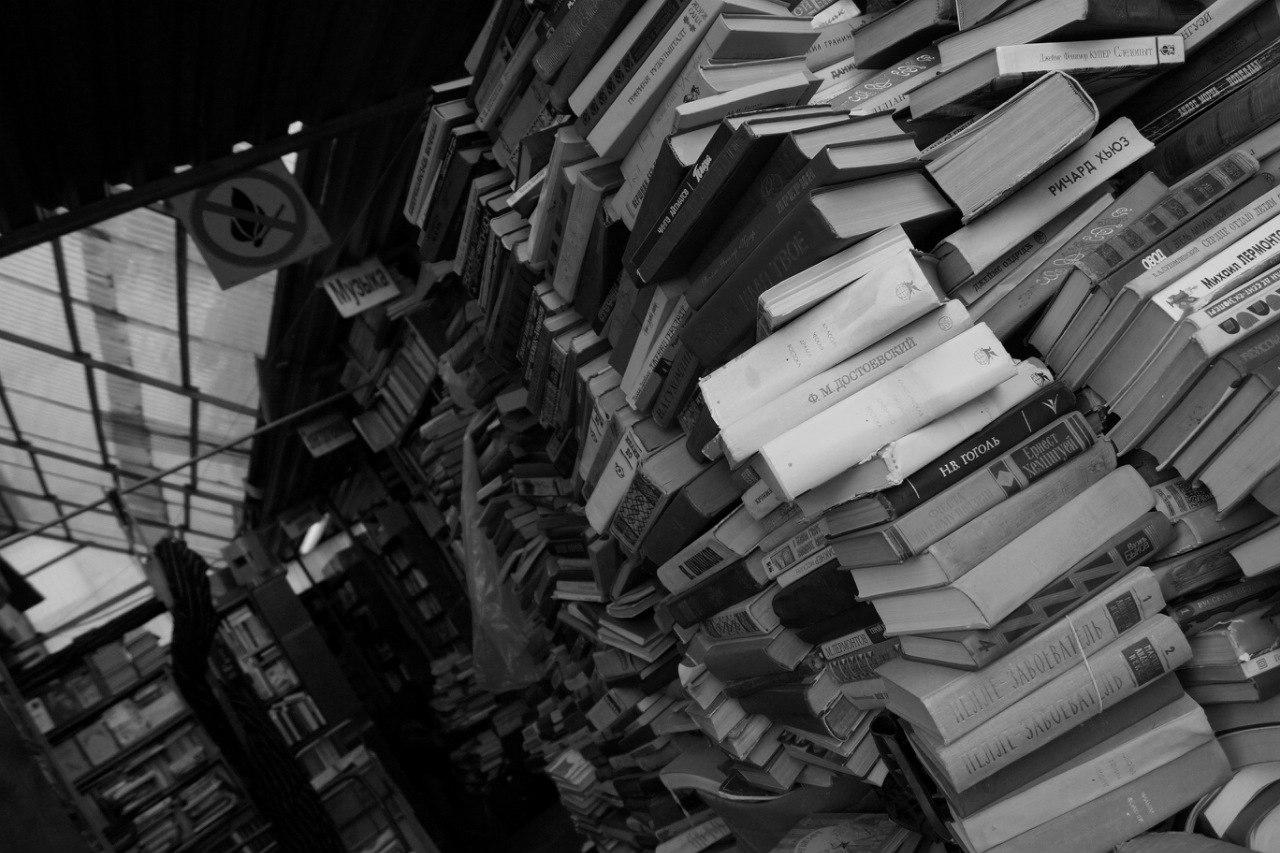 много книг бумажных