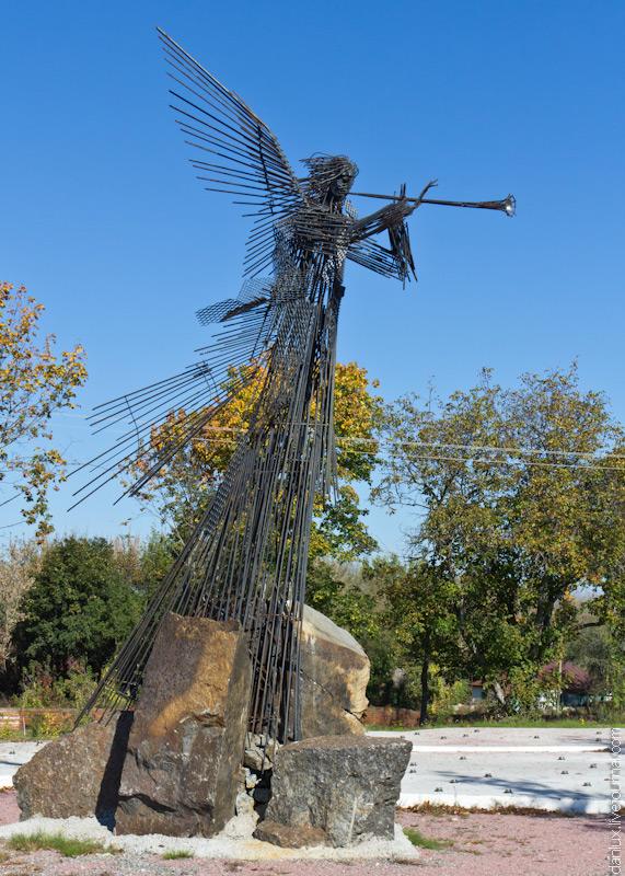 Памятник с ангелом Абаза заказ памятника на кладбище Спортивная