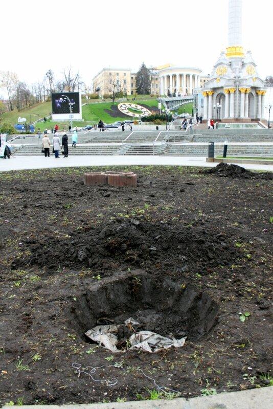 Подготовка к монтажу главной елки Киева