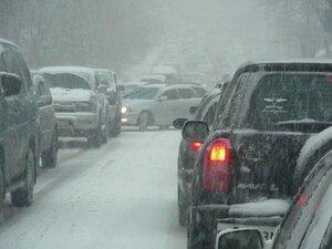 Снежные заносы блокируют дороги на Колыме - здравствуй, зима...