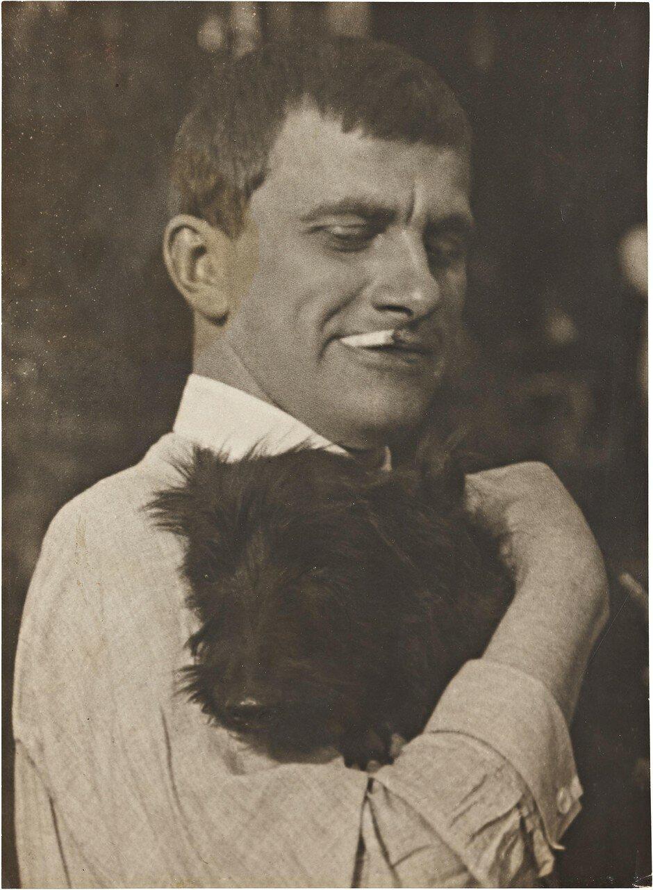 1924. Маяковский со Скотти