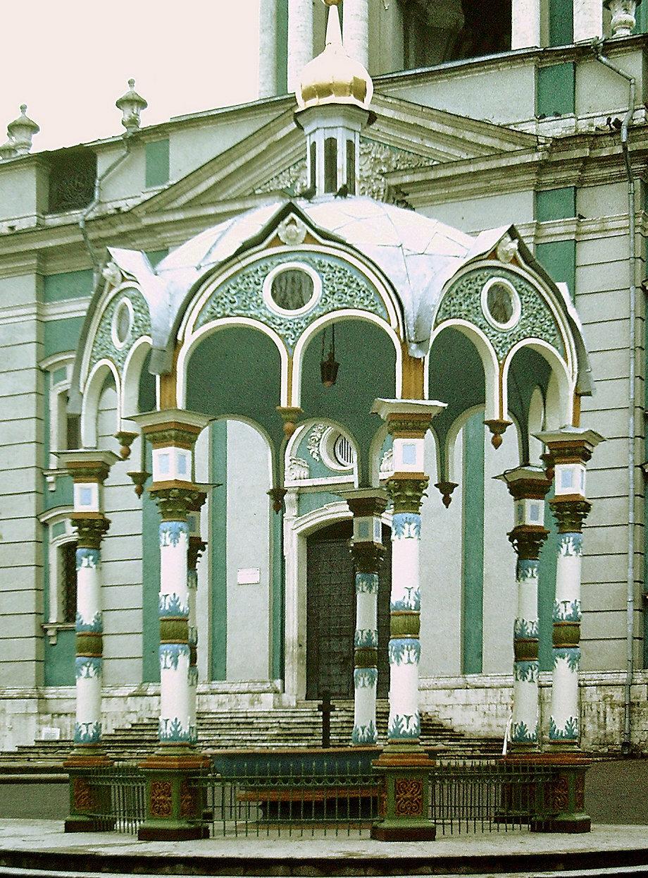 Загорск. Фонтан возле Успенского собора