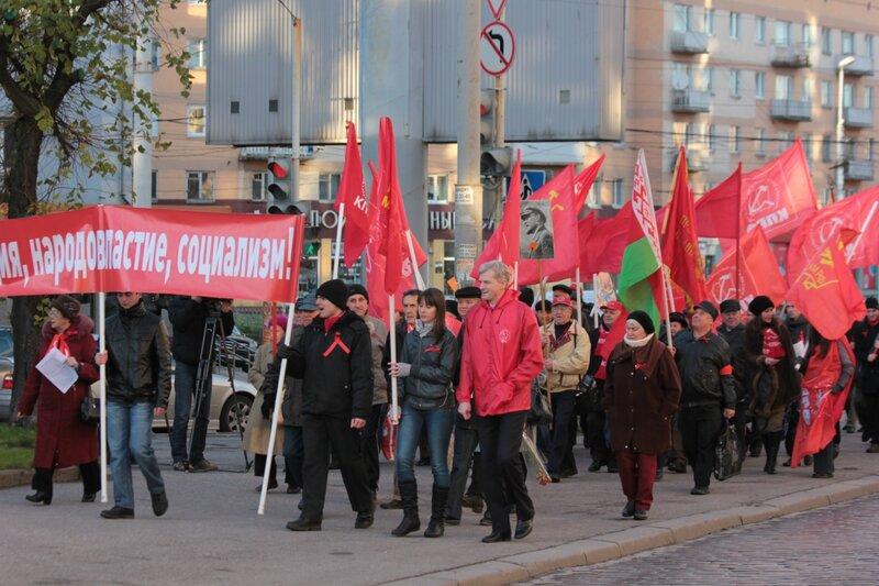 На демонстрации 1 мая и 7 ноября выходили школьники, студенты, трудящиеся