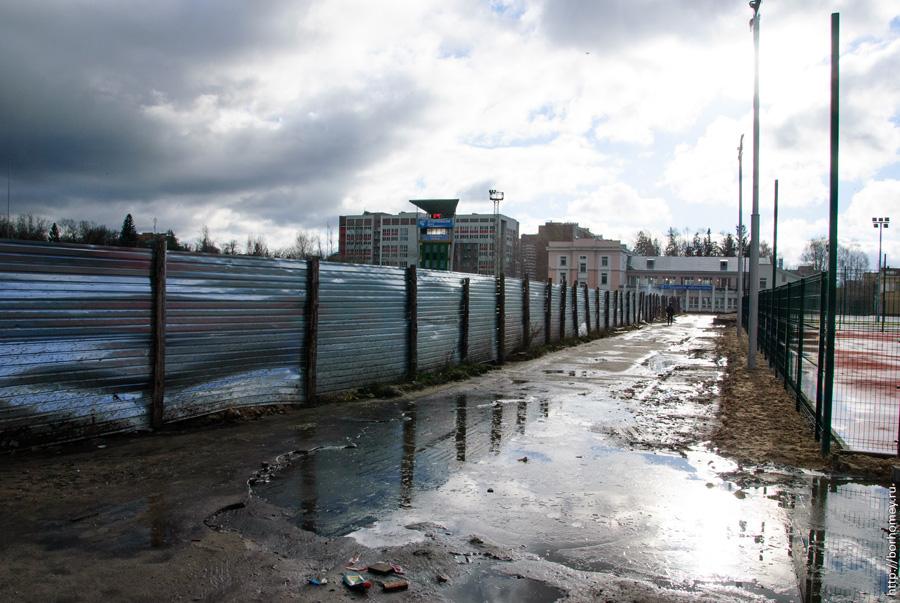 грязь на стадионе Икар