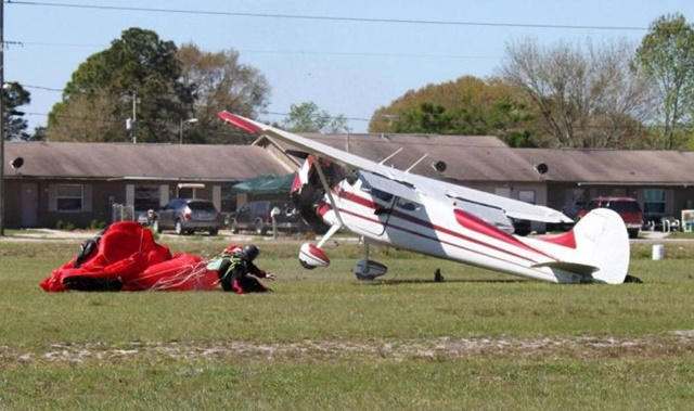 Фотографии столкновения парашютиста и самолета 0 13352b c08f5a1 orig