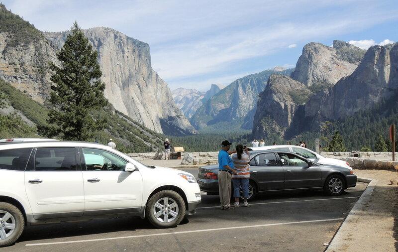 парк Йосемити - скала El Capitan слева