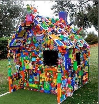 Из старых игрушек - домик