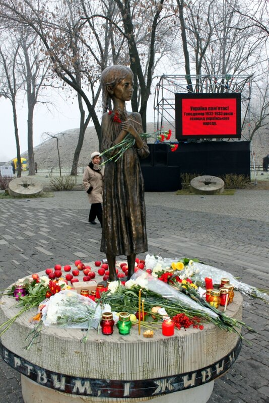 Памятник мертвым,живым и нерожденным