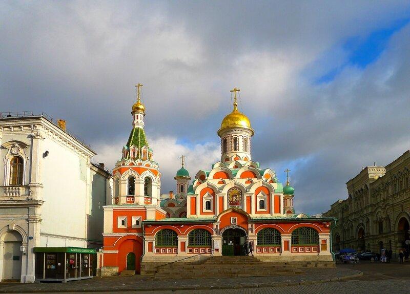 У Казанского собора