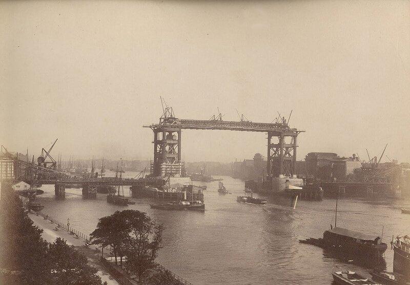Как строился Тауэрский мост? 0_c42ba_829105fe_XL