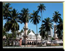 Famous mosque behind the palms in Kuala Lumpur, Malaysia - Masjid Jamek. Southeast Asia. tupungato - Depositphotos