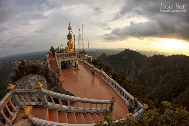 практически вся смотровая площадка - народу никого! tiger temple