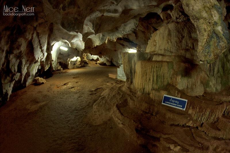 пещера на территории храма Тигра