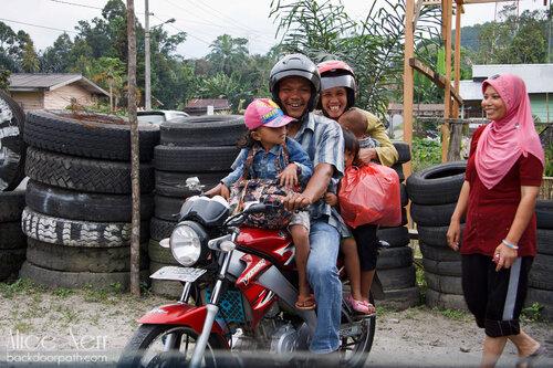 5 человек на одном мотоцикле, Индонезия