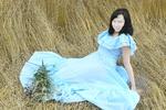 Шаблон-Девушка-на-сене-в-красивом-голубом-платье.png