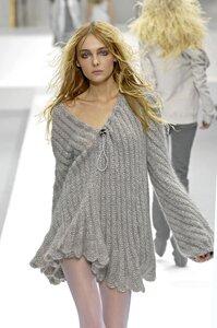 Серая туника Nina Ricci, осень 2007-2008, вяжем он-лайн