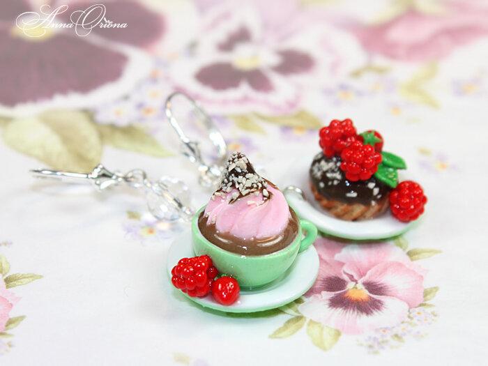 Шоколадный десерт с малиной