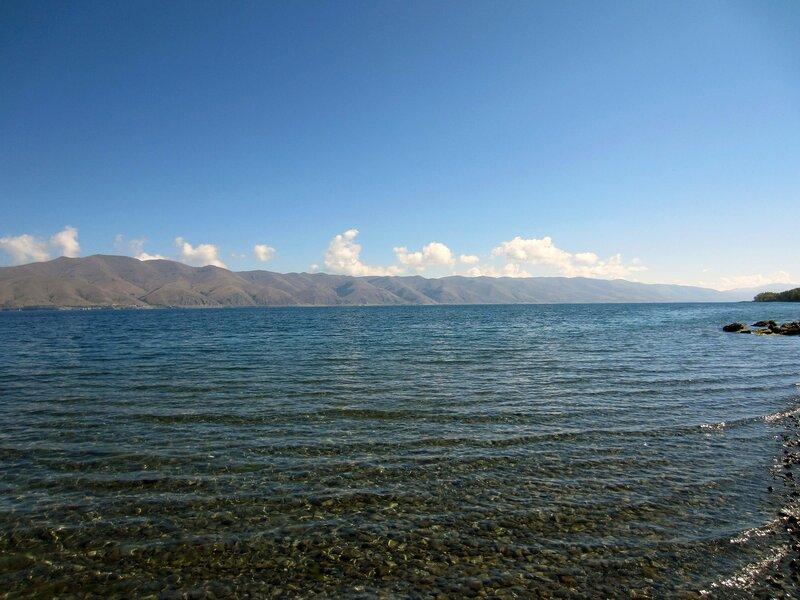 Озеро Севан летом
