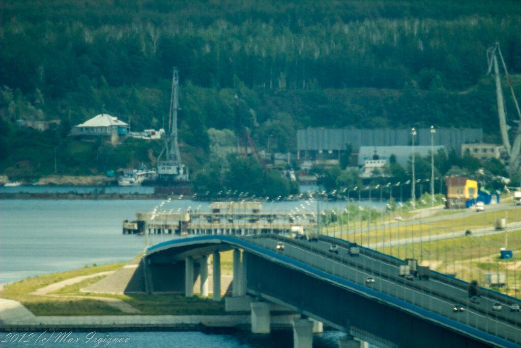 Левобережная оконечность моста в жаркий день