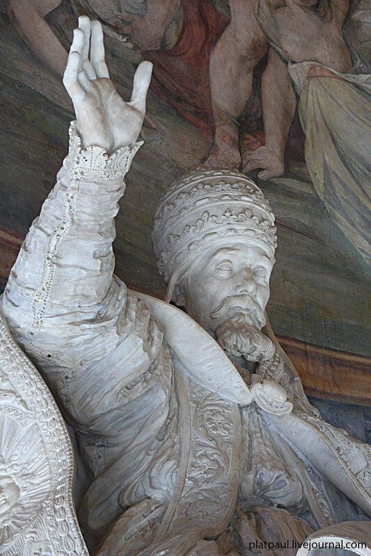 Эта скульптура Папы Урбана находится в Капитолийском музее, большая Глыба Мрамора - но какие складки и края сутаны, как развивается накидка - одним словом - БЕРНИНИ....