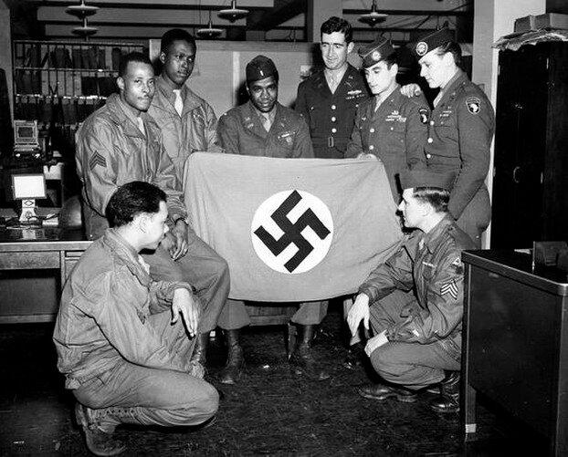 Американские военнослужащие. 1 марта 1945.jpg
