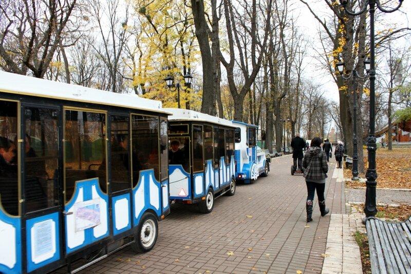 Экскурсионный поезд в Мариинском парке
