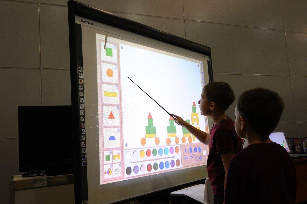Интерактивная выставка «Радуга детства»