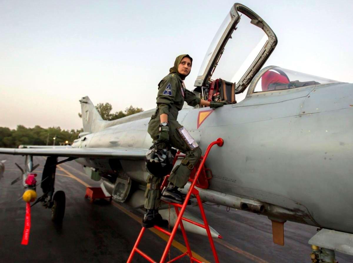 Первым делом самолеты, ну а мальчики потом: Пакистанская военная летчица
