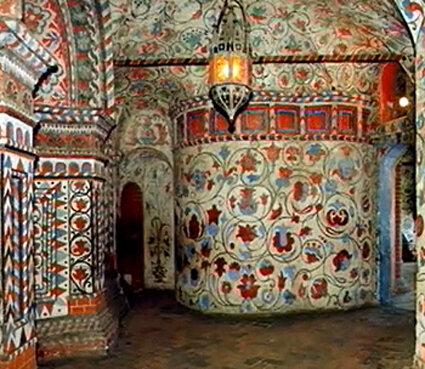 Он построен в середине XVI века по указу Ивана Грозного...  Храм Покрова Божией Матери (собор Василия Блаженного)...