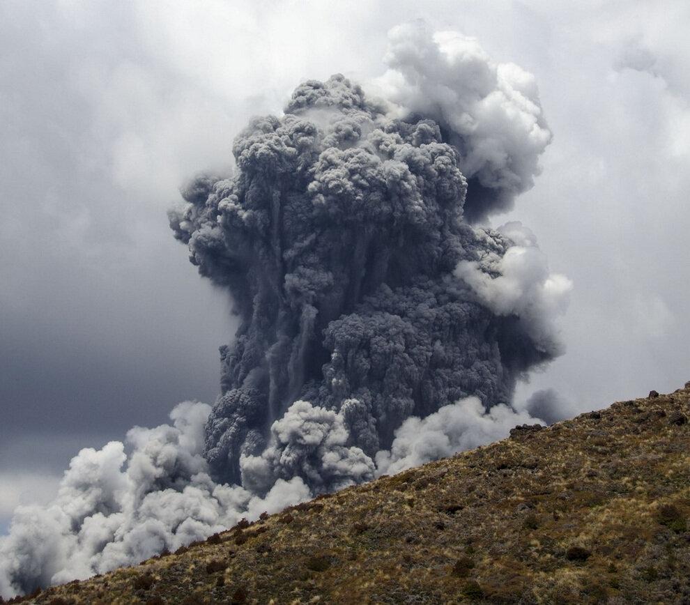 Извержение вулкана из Властелина колец (фото + видео)