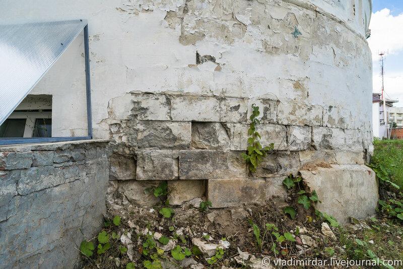 Белокаменный фундамент Храма Иерусалимской иконы Божией Матери. Крестовоздвиженский монастырь.