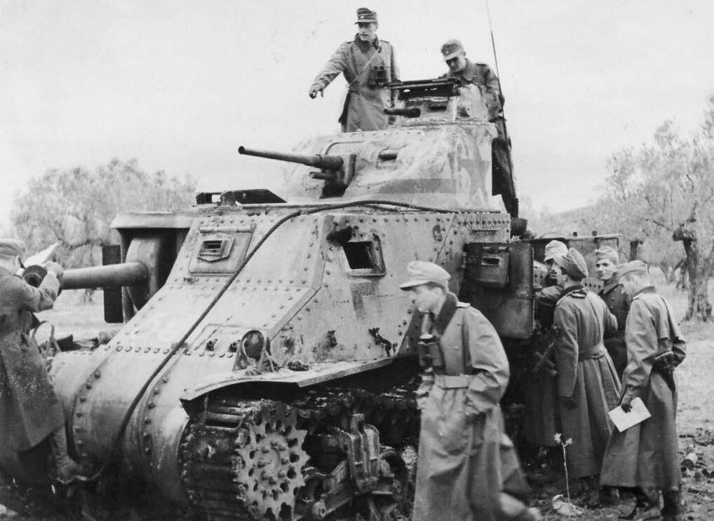 Захваченный танк МЗс.