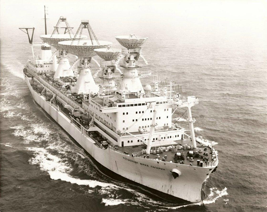 Юрий Гагарин в море