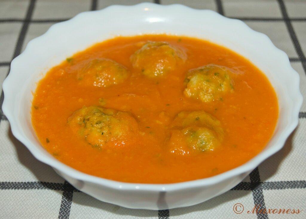Овощной крем-суп с клецками из петрушки