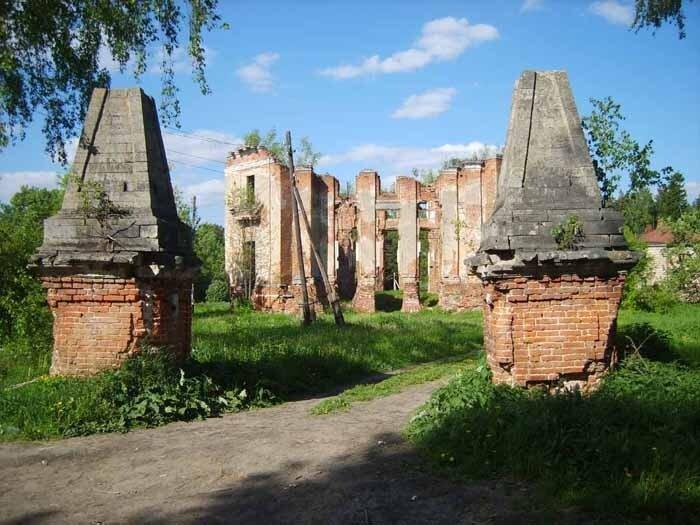 Петровское-Алабино, обелиски