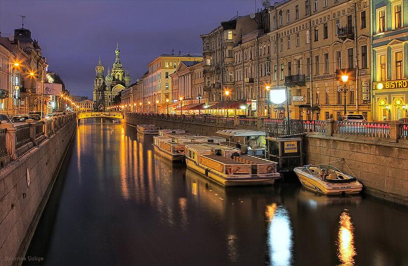 По вечернему каналу Грибоедова
