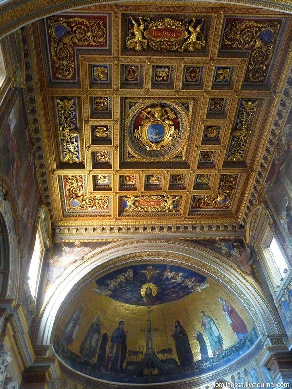 Мозаика и потолок апсиды.