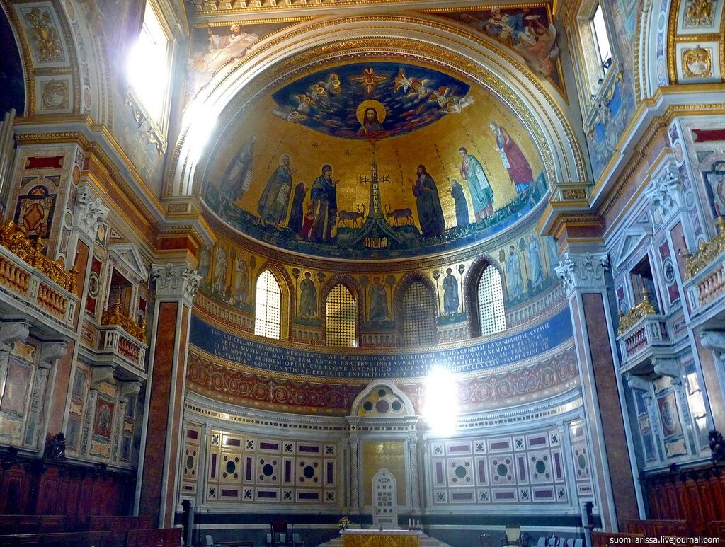 Папская кафедра (трон епископа).