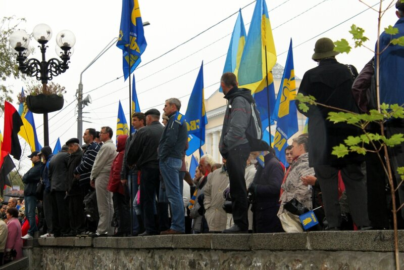 Участники митинга в парке Шевченко