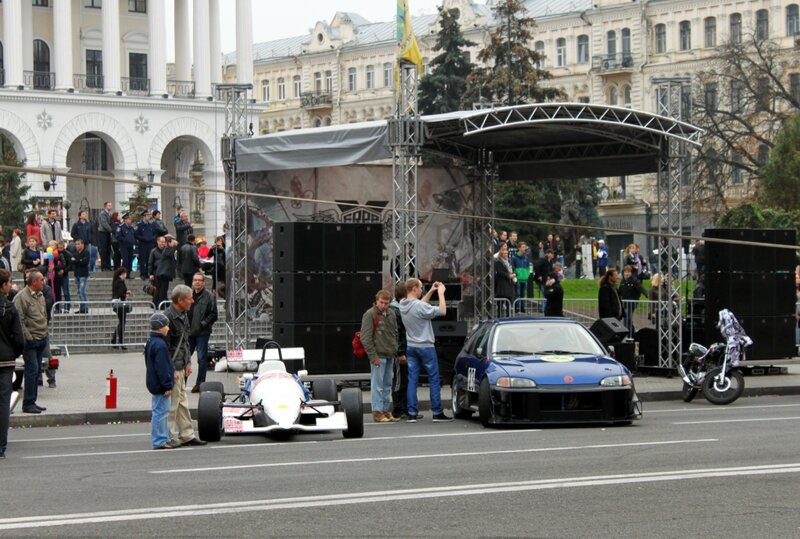 Сцена фестиваля экстрима на Майдане