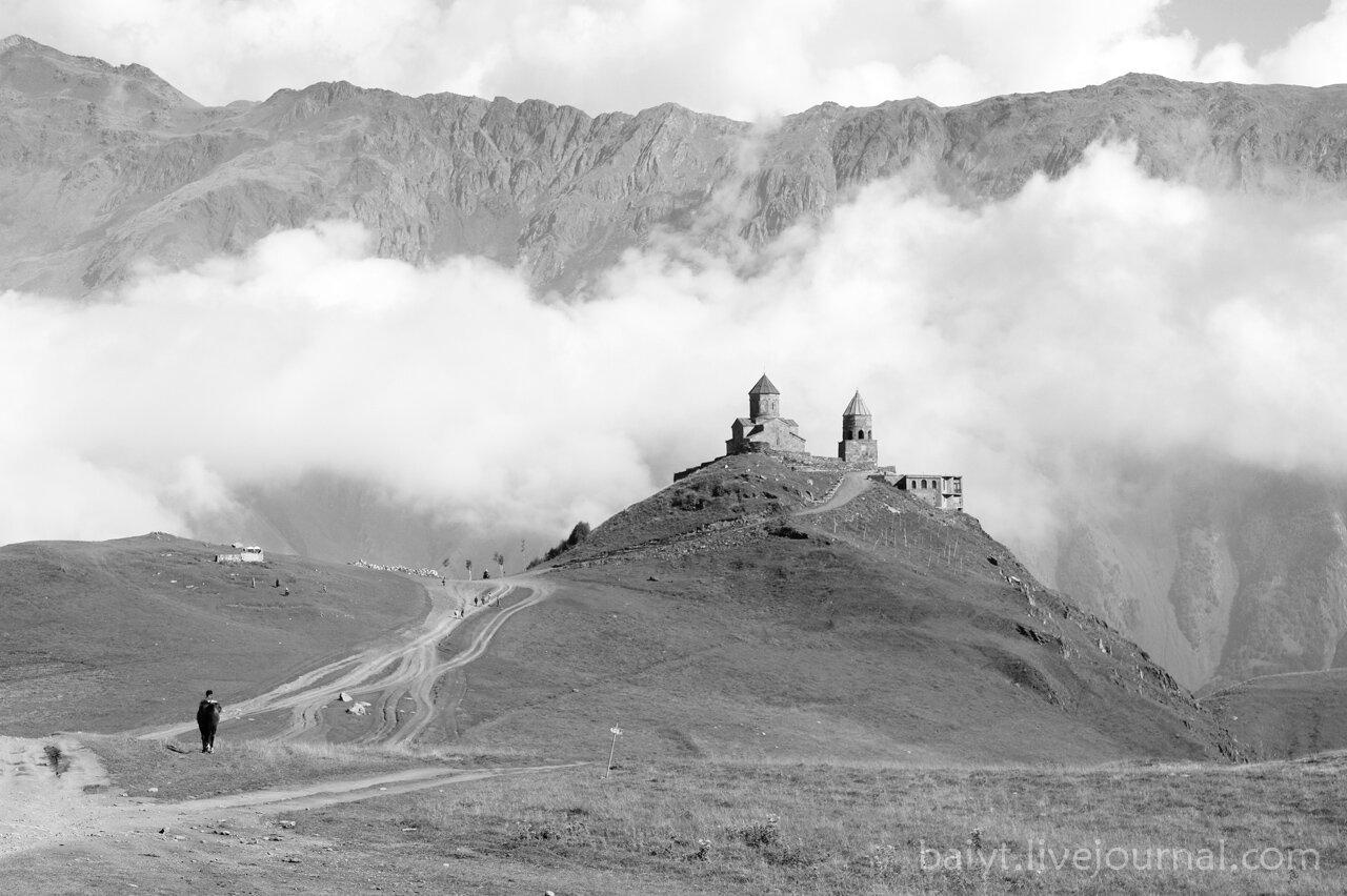 Дорога к храму (Гергетский монастырь)
