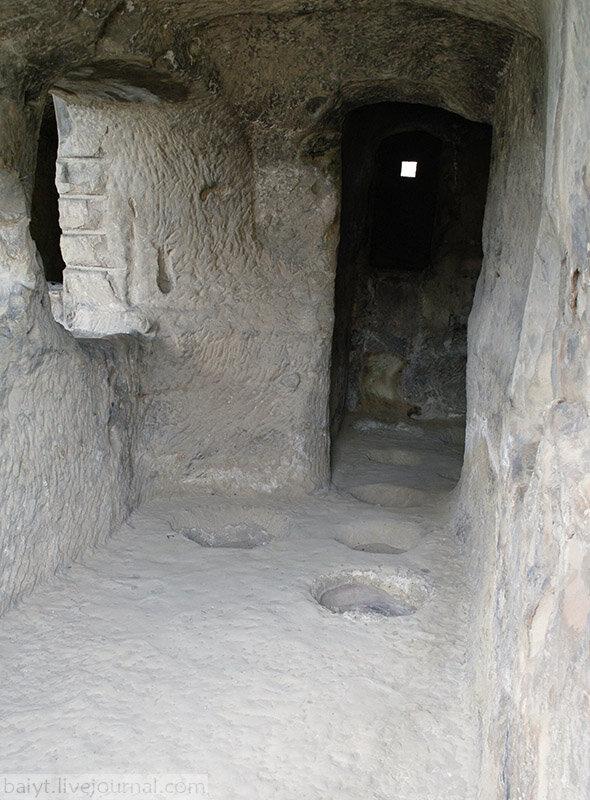 Древнее винохранилище-марани в Уплисцихе