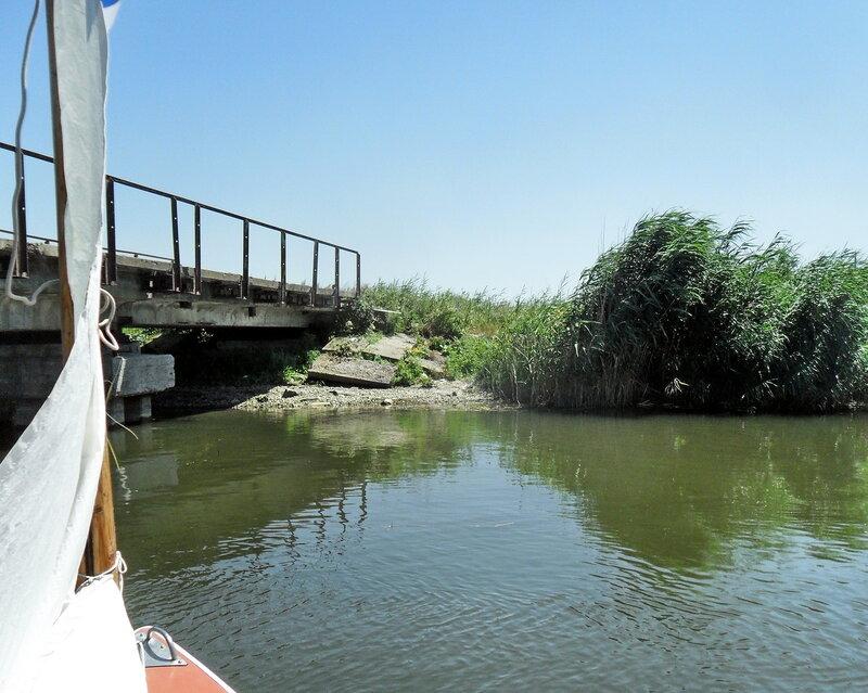 У моста, в канале