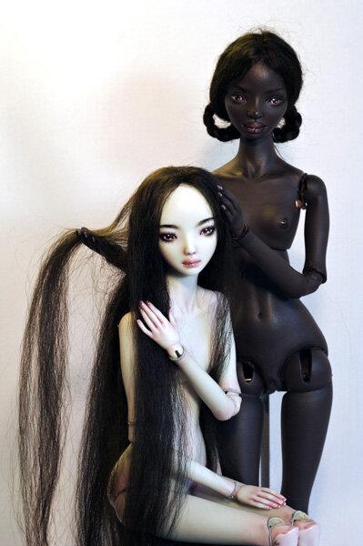 Марина Бычкова родилась и выросла на берегу одной из сибирских рек, с раннего детства интересовалась... куклы.