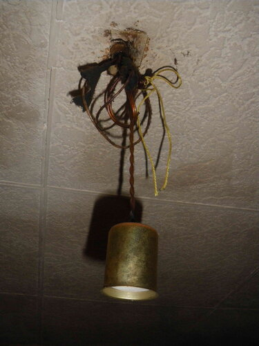 Фото 19. Кухонный подвес висит на шнурке.