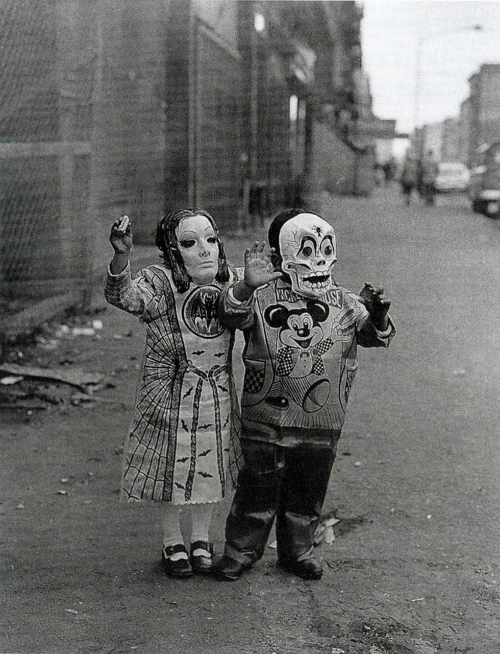 1970. Дети в масках на 110 улице