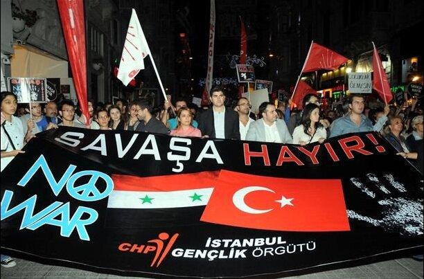 Акция против возможной войны с Сирией в Стамбуле в 2012 году. Фото: AP