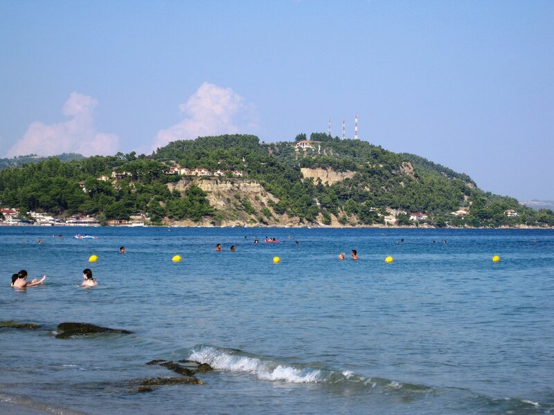В  ласковых волнах Эгейского моря