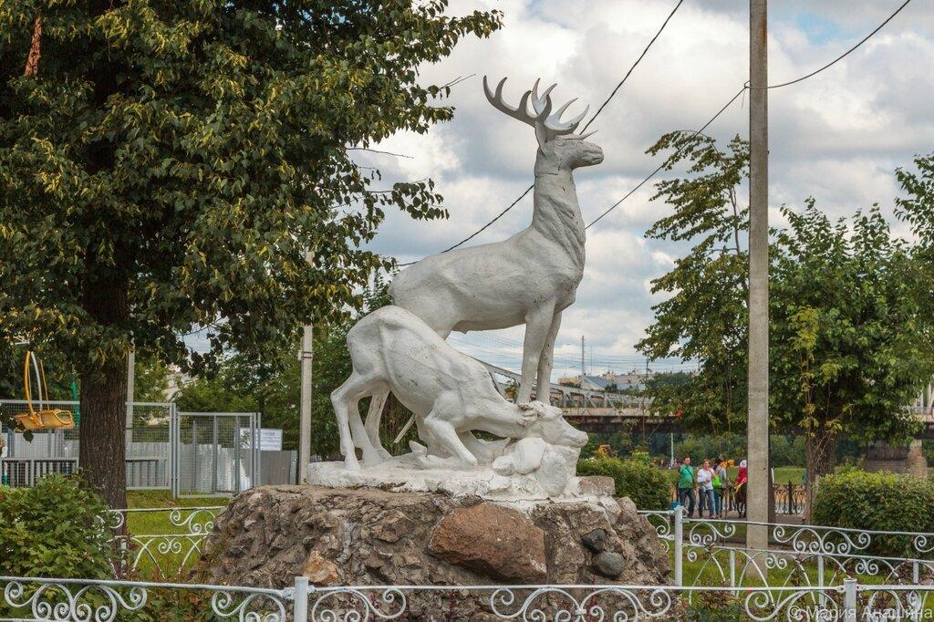 """Скульптура """"Олени"""", Городской сад в Твери"""